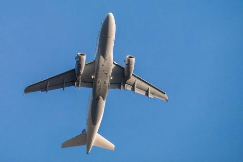 Flying plane - 25 BEWEZEN GEZONDHEIDS VOORDELEN VAN REIZEN