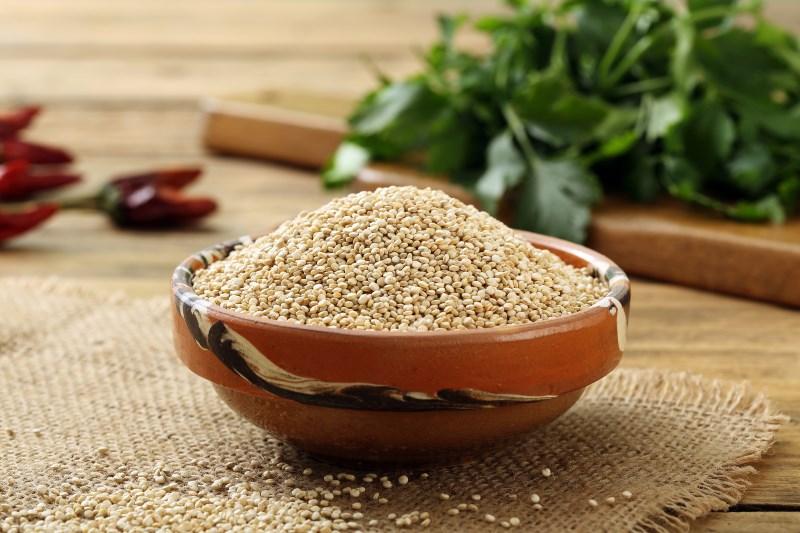 Hoe Quinoa te kopen en op te slaan