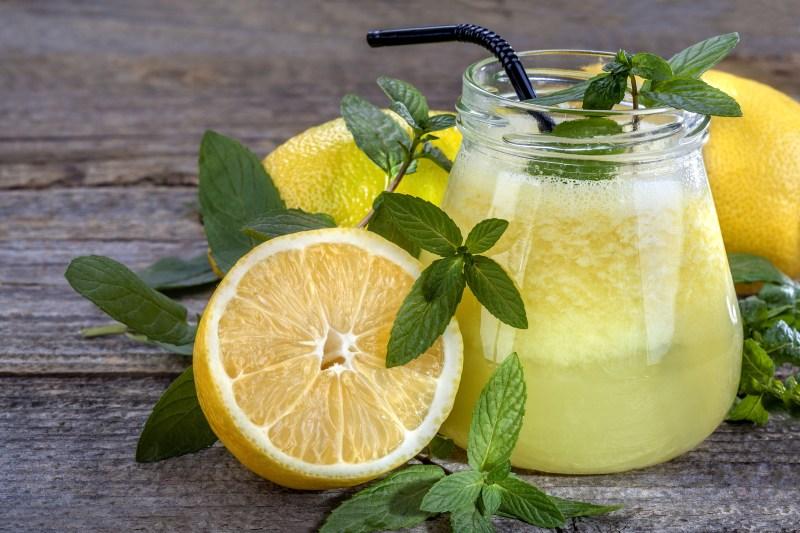 Lemon Water Stimulates Weight Loss
