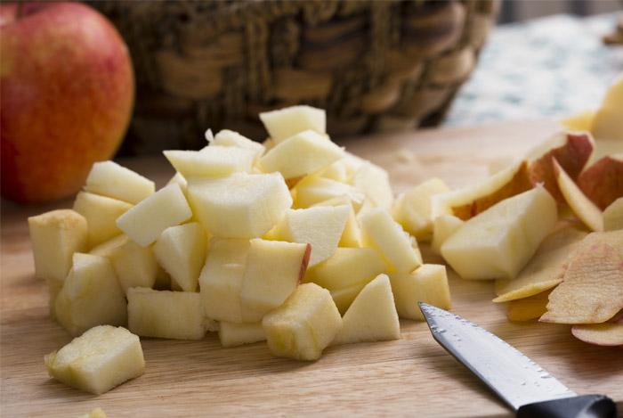 apples-choped-knife-for-vinegar