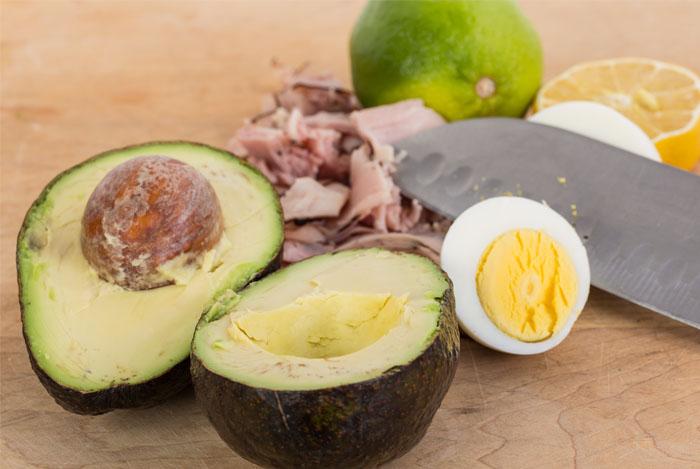 avocado-eggs-ham-bites