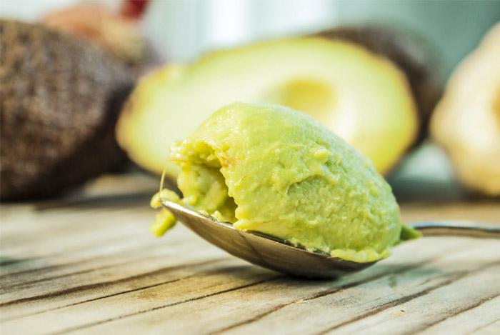 avocado-in-a-spoon