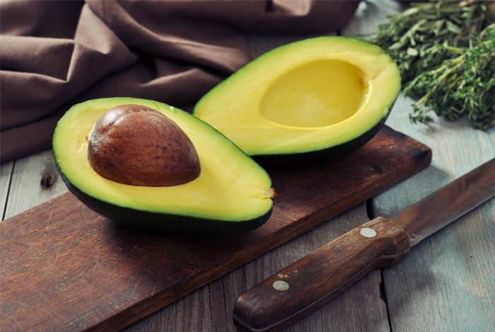 avocado-knife-table