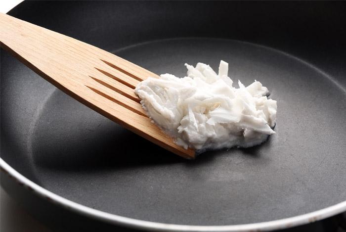 coconut-oil-in-fry-pan