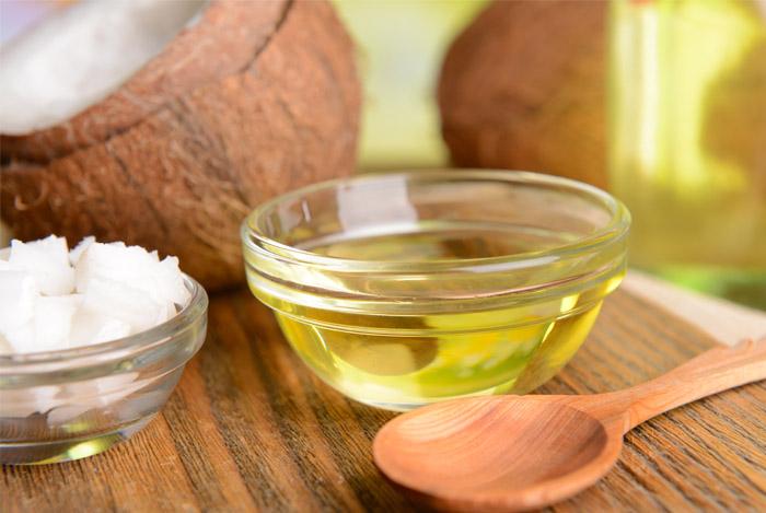 coconut-oil-wooden-sppoon