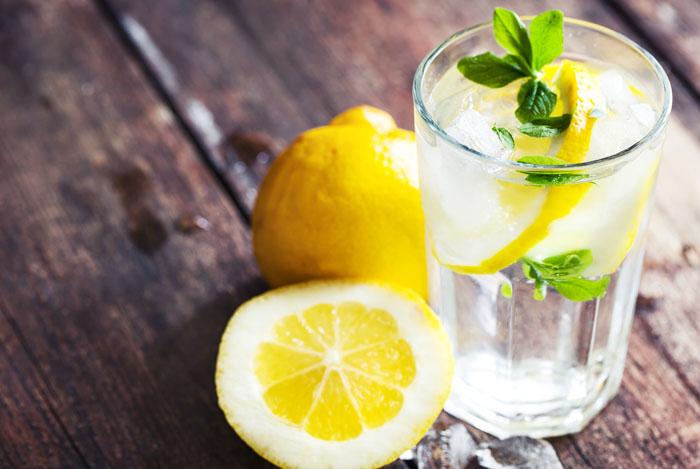 lemon water glass 1 - CITROENWATER35 SUPERGEZONDE EIGENSCHAPPEN HOE GEZOND IS CITROEN WATER
