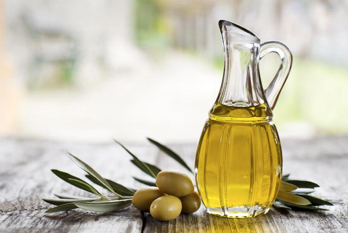 olive-oil-bottle-cholesterol