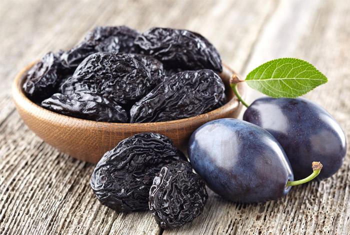 plums-prunes-superfood