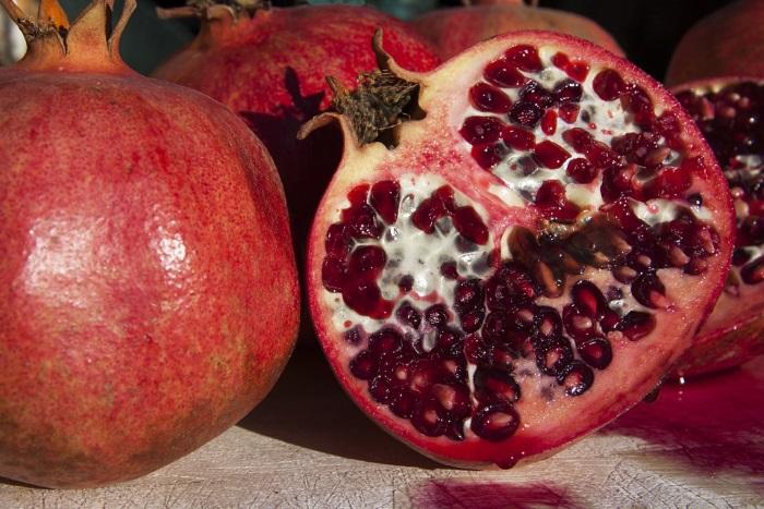 pomegranate-benefits-cut-half