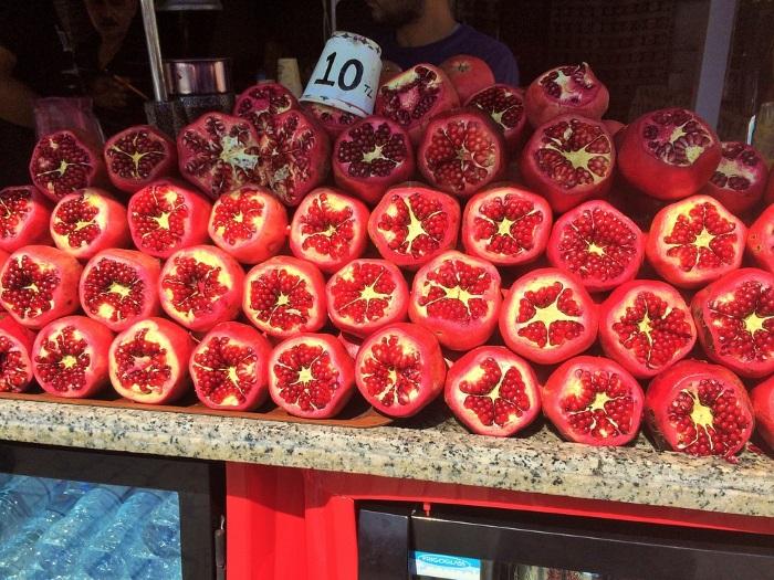 pomegranates-selling