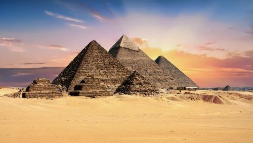 pyramids landmarks - 25 BEWEZEN GEZONDHEIDS VOORDELEN VAN REIZEN