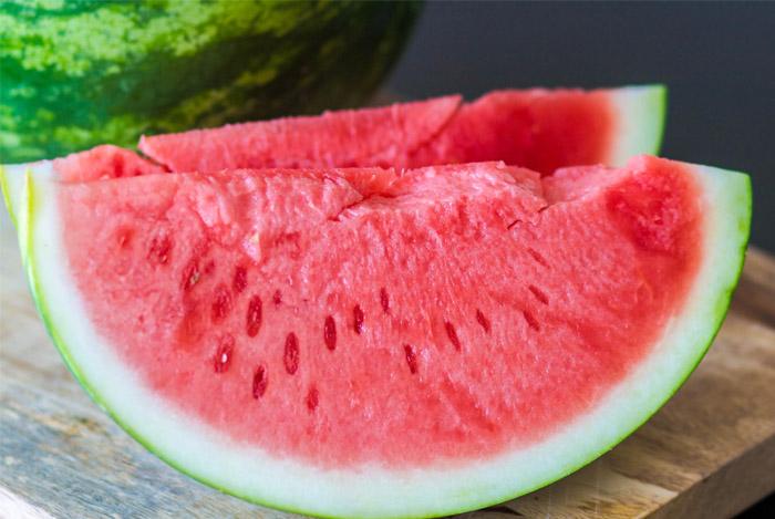 qauter-watermelon-prevents-cancer