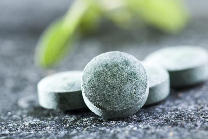 spirulina-tablets-closeup-benefits