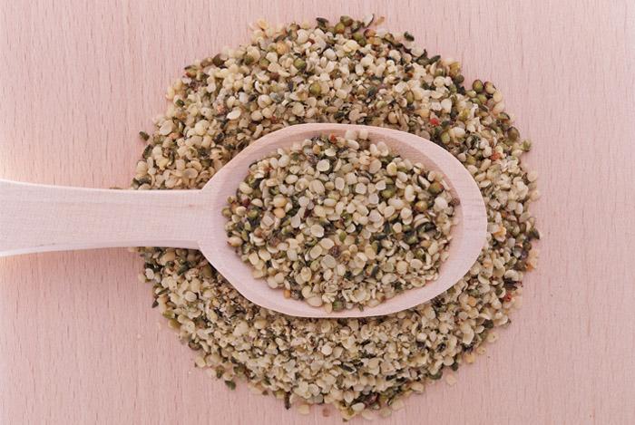 spoon-of-hemp-seeds