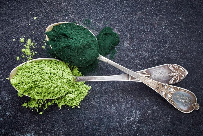 spoons-spirulina-powder-benefits