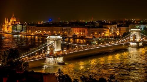 szechenyi chain bridge landmark - 25 BEWEZEN GEZONDHEIDS VOORDELEN VAN REIZEN