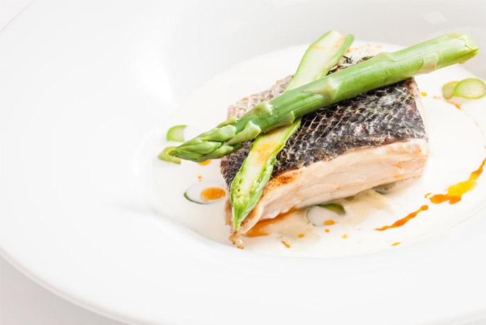 white fish plate1 - 6 GEZONDE EIGENSCHAPPEN VAN HET ETEN VAN VIS