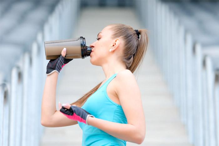 woman-drinking-protein-shake